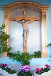 Crocifisso all'entrata della Chiesa